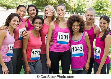 gruppo donne, compartecipe, in, cancro seno, maratona