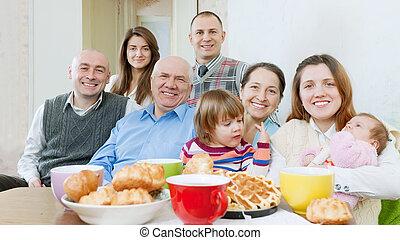 gruppo, famiglia, tè, sopra, amici, o, felice