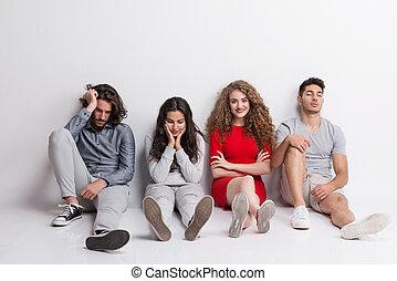 gruppo, folla, concept., giovane, stare in piedi, amici, studio, fuori