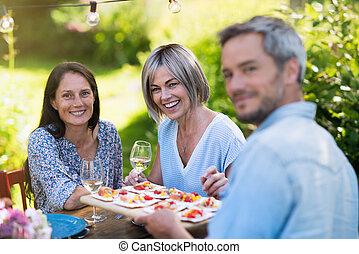 gruppo, giardino, raccogliere, loro, cena, forties, amici, estate