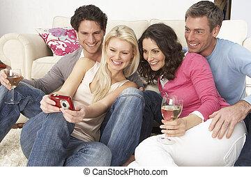 gruppo, immagini, dall'aspetto, macchina fotografica, digitale, casa, amici