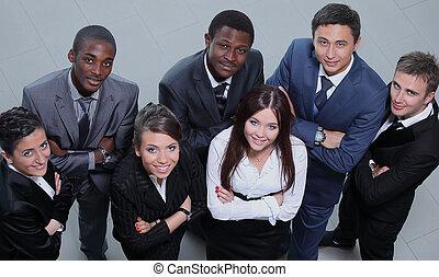 gruppo, multiethnic, persone affari, elevato, grande, smil, ...