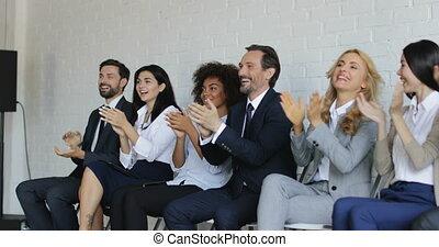 gruppo persone affari, battimano, a, riunione conferenza,...