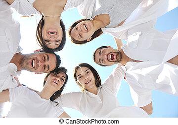 gruppo, persone, giovane, divertirsi, spiaggia, felice