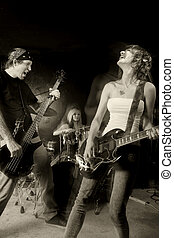gruppo rock, compiendo