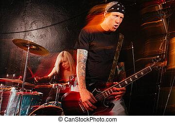 gruppo rock, gioco, palcoscenico