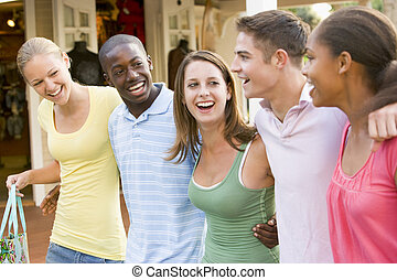 gruppo, shopping, adolescenti, fuori