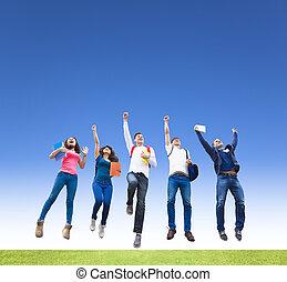 gruppo, studenti, giovane, insieme, saltare, felice