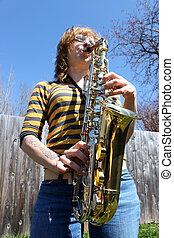 gry, kobieta, saksofon, outdoors
