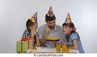 gryzący, mieć, ciastko, dzieciaki, zabawa, urodziny, tatuś