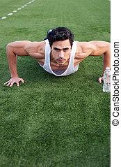 guapo, atleta, joven, empujón, latino, aumentar