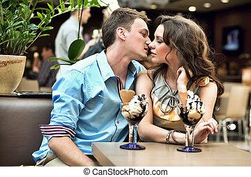 guapo, el besarse de los pares, en, restaurante