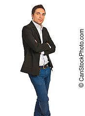 guapo, hombre de negocios, con, brazos doblados
