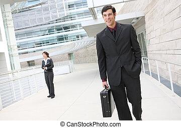 guapo, hombre de negocios, en, oficina
