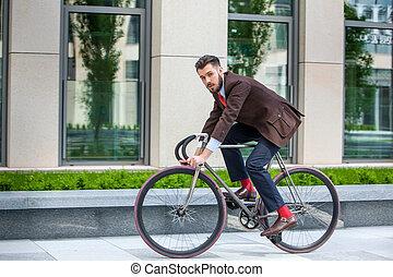 guapo, hombre de negocios, y, el suyo, bicicleta