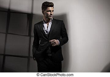 guapo, hombre, en, empresa / negocio, postura