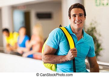 guapo, joven, estudiante de la universidad