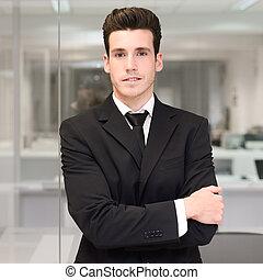 guapo, joven, hombre de negocios, en, un, oficina