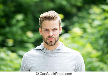 guapo, sobre la cara, barba, appearance., cuidados, metrosexual, cerda, verde, tipo, sin afeitar, atractivo, plano de fondo, hombre, fresco, miradas, concept., o, barbudo, serio, naturaleza, defocused.