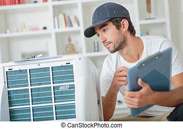 guapo, técnico, verificar, el, ca, en, clientes, hogar