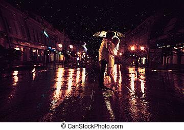 guarda-chuva, amor, par, chuva, /, sob, silueta, beijando