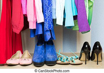 guarda-roupa, roupas