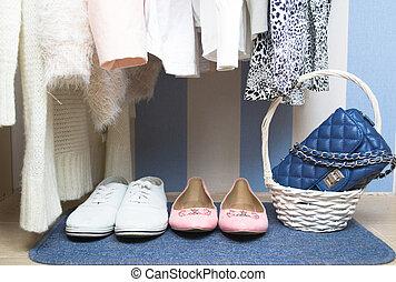 guarda-roupa, roupas, penduradas