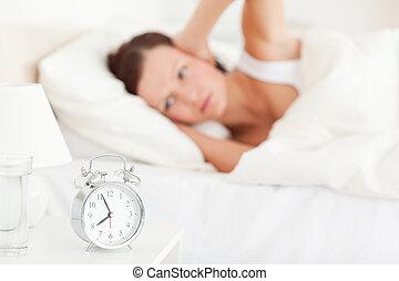 guardare buono, donna rosso-red-haired, mentire letto, non, che manca, sentire, il, sveglia