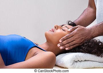 guarigione, trattamento, detenere, donna, reiki