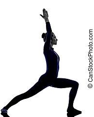 guerrero, mujer, actitud del yoga, ejercitar, virbhadrasana, silueta