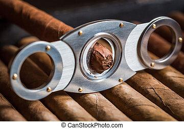 Guillotine cutting off cigar tip
