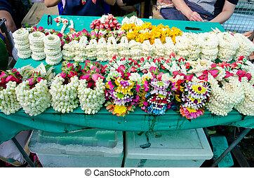guirnalda, flor, en venta, en, mercado de flor, bangkok, tailandia