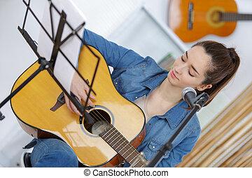 guitare, femme, jeune, joli