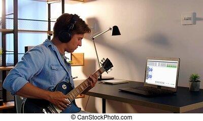 guitare jouer, homme, musique, maison, enregistrement