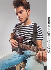 guitarist, 中に, スタジオ, 遊び, 彼の, 道具, 目をそらす