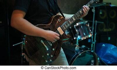 guitariste, étape