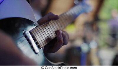 guitaristes, mains, jouer, guitare électrique
