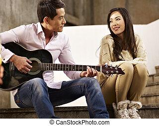 guitarra, amantes, cantando, jovem, tocando