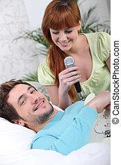 guitarra, micrófono, mujer, hombre