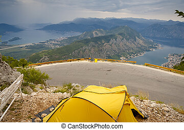gul, tält, antennen beskådar, på, kotor, vik, -, montenegro