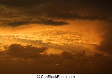 guldgul solnedgång, sky, och, clouds.