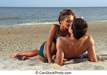 guy kiss his girlfriend on the beach
