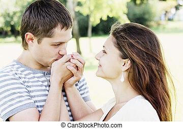 Guy kissing girfriends hands