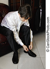 Guy lacing up shoes