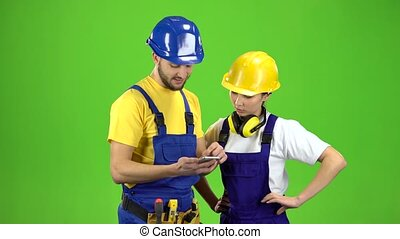 Guy the builder shows the schedule in phone. Green screen -...
