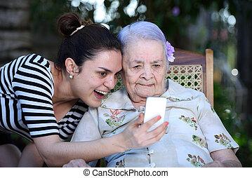 gyártás, selfie, nagyanyó