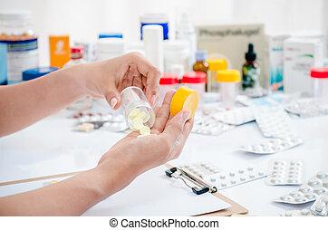 gyógyszerész, birtok, orvosság, feltartóztat
