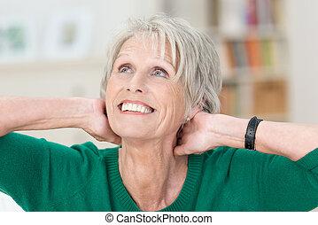 gyönyörű, öregedő, hölgy, noha, egy, sugárzó, mosoly