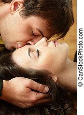 gyönyörű, övé, megcsókol, fiatal, barátnő, ember