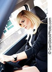 gyönyörű, üzletasszony, vezetés, autó